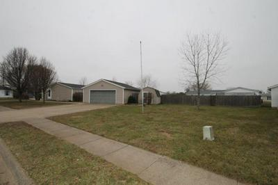 3324 SPRING VALLEY DR, Columbus, IN 47203 - Photo 2