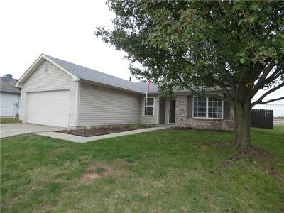 8021 SUNSET CT, Columbus, IN 47201 - Photo 1