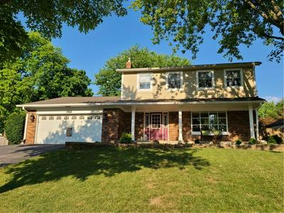 748 BROOKVIEW DR, Greenwood, IN 46142 - Photo 2