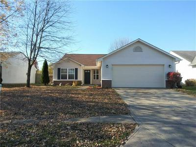 8066 SUNSET CT, Columbus, IN 47201 - Photo 1