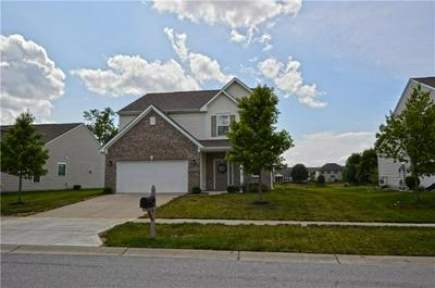 1358 VALDARNO DR, Greenwood, IN 46143 - Photo 2