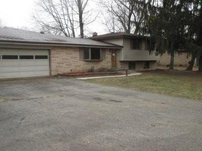 2207 W ORCHARD DR, FORTVILLE, IN 46040 - Photo 1