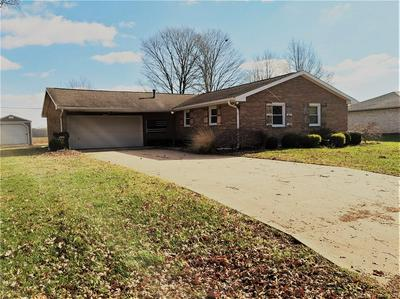 10122 N HICKORY LN, Columbus, IN 47203 - Photo 2