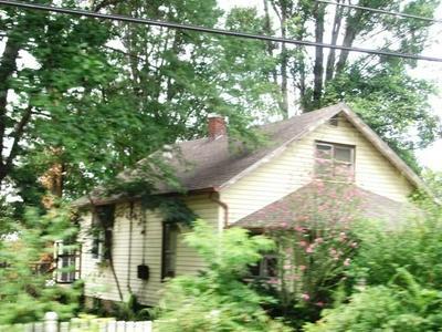 911 N HARTSTRAIT RD, Bloomington, IN 47404 - Photo 2