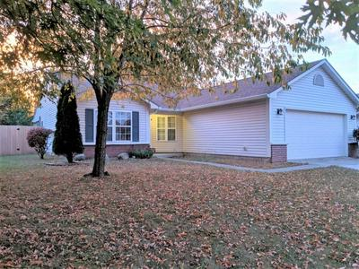 8066 SUNSET CT, Columbus, IN 47201 - Photo 2