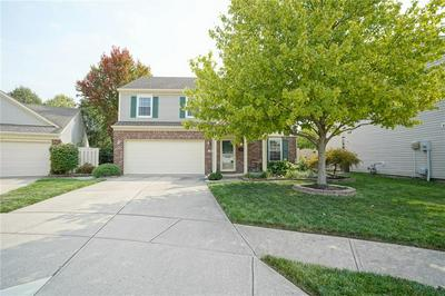 9215 CROSSING DR, Fishers, IN 46037 - Photo 2