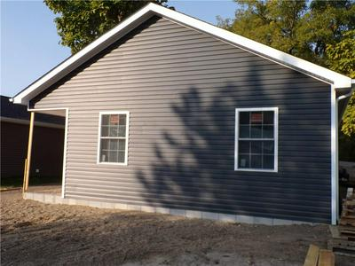 807 HUSTEDT ST, Seymour, IN 47274 - Photo 2