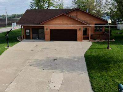 215 14TH AVE SW, Clarion, IA 50525 - Photo 2