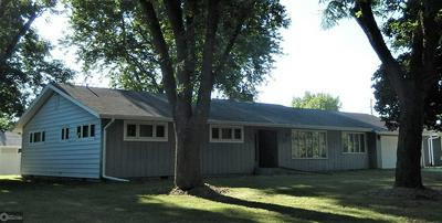 506 10TH ST SW, HUMBOLDT, IA 50548 - Photo 2