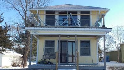 712 N FRONT ST, Oquawka, IL 61469 - Photo 2