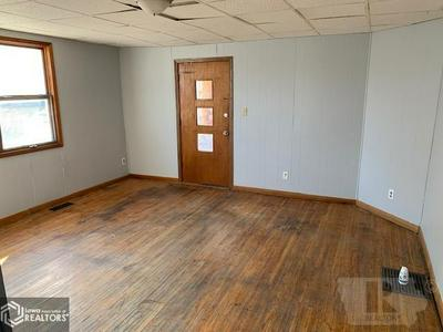 602 N MARKET ST, Oskaloosa, IA 52577 - Photo 2