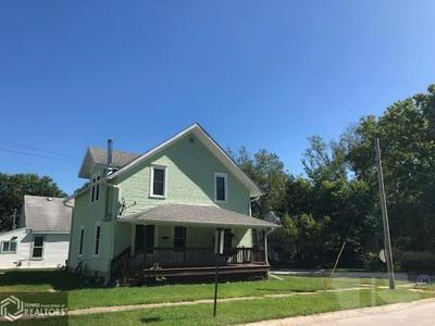 207 S D ST, Fairfield, IA 52556 - Photo 2