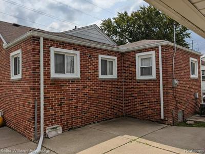 1068 ELECTRIC ST, Wyandotte, MI 48192 - Photo 2