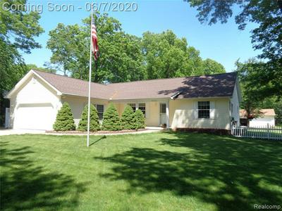 6550 N FARMINGTON RD, Westland, MI 48185 - Photo 1
