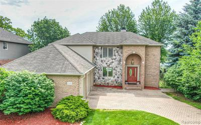 2685 COVE BAY DR, Waterford, MI 48329 - Photo 2
