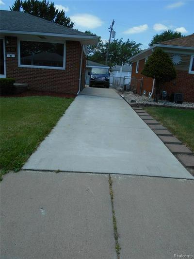 24565 BECK AVE, Eastpointe, MI 48021 - Photo 2