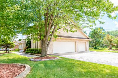 18084 YORKSHIRE DR, Riverview, MI 48193 - Photo 2