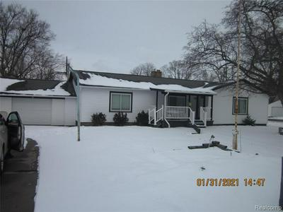 806 MEADOWLAWN ST, Saginaw, MI 48604 - Photo 2