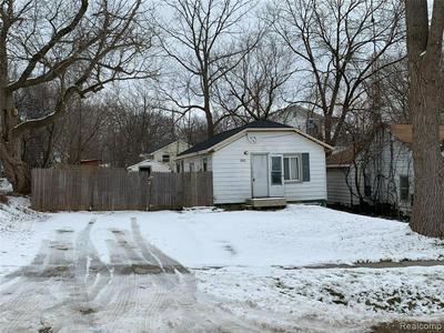 2037 S GRAHAM RD, Flint, MI 48532 - Photo 1