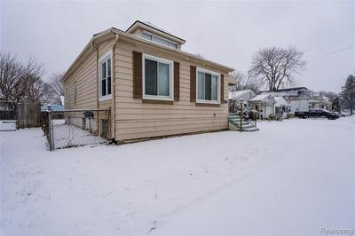 26550 HOLLYWOOD ST, Roseville, MI 48066 - Photo 2