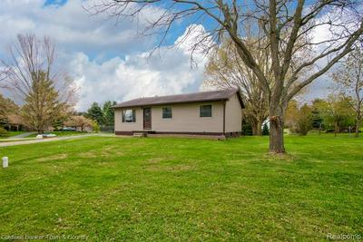 304 MEADOWDALE CT, Perry, MI 48872 - Photo 2