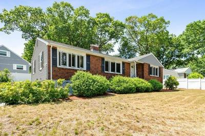 1 HILLCREST RD, Wakefield, MA 01880 - Photo 2
