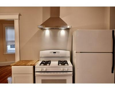70 W WYOMING AVE # 1, Melrose, MA 02176 - Photo 2