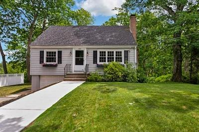 725 HAVERHILL ST, Reading, MA 01867 - Photo 2