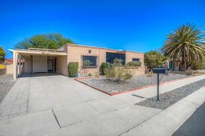 941 S LA BELLOTA, Green Valley, AZ 85614 - Photo 2
