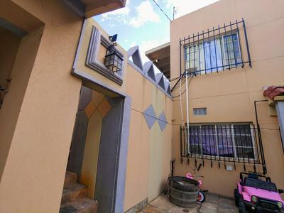 141 N ESCALADA DR, Nogales, AZ 85621 - Photo 1