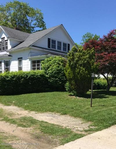 18 VANDERBURG RD, Marlboro, NJ 07746 - Photo 1