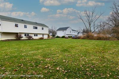 9 HOMESTEAD PL, Holmdel, NJ 07733 - Photo 2