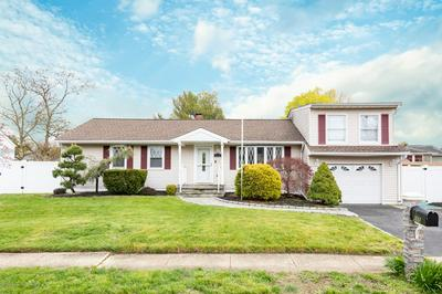 555 MORLEY CT, Belford, NJ 07718 - Photo 1