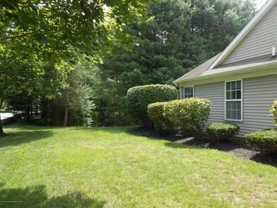 39 VALLEY STREAM LN, Lakewood, NJ 08701 - Photo 2