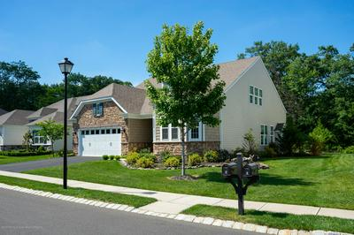 8 W BONICELLI CT, Farmingdale, NJ 07727 - Photo 2