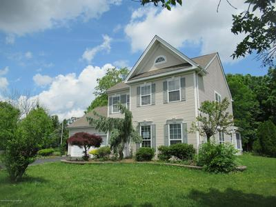 1 WOODSTOWN DR, Freehold, NJ 07728 - Photo 2