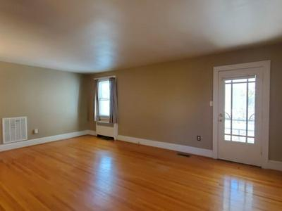 1413 AUGUSTA ST, BLUEFIELD, WV 24701 - Photo 2