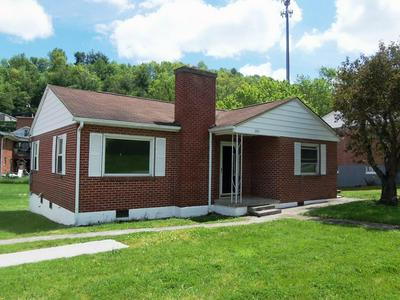 203 MIDDLESEX AVE, Princeton, WV 24740 - Photo 2