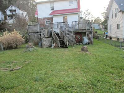 137 LARCH ST, BLUEFIELD, WV 24701 - Photo 2