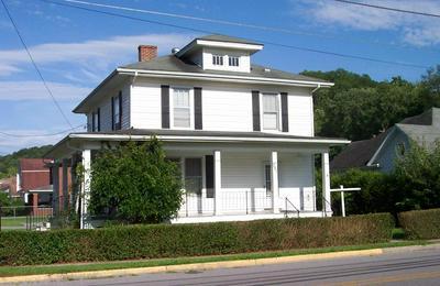 301 MONTROSE ST, Bluefield, VA 24605 - Photo 1