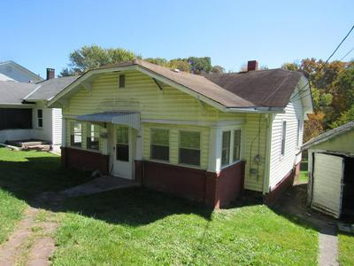 1001 LYNDALE AVE, BLUEFIELD, WV 24701 - Photo 1