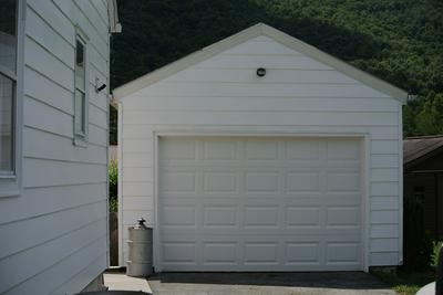 1227 THOMPSON AVE, BLUEFIELD, WV 24701 - Photo 2