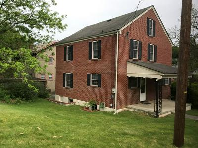 1301 COLLEGE AVE, BLUEFIELD, WV 24701 - Photo 2