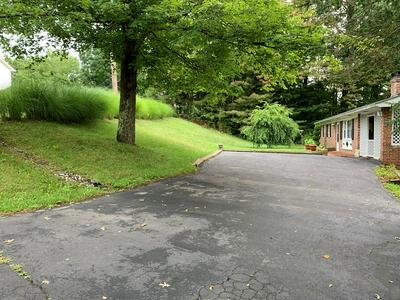 381 BLUEWELL AVE, BLUEFIELD, WV 24701 - Photo 2