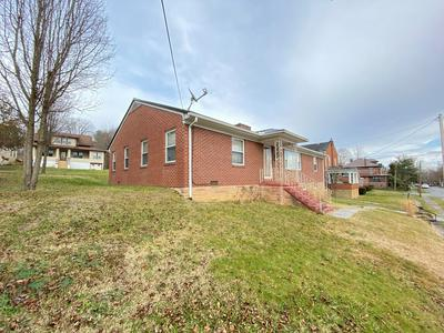 206 COLLEGE AVE, PRINCETON, WV 24740 - Photo 2