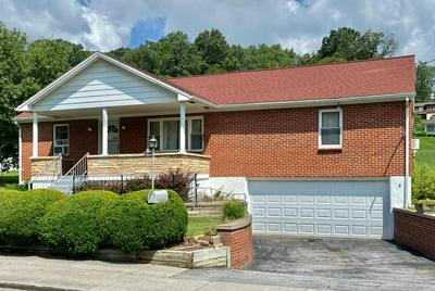 205 PARKVIEW DR, BLUEFIELD, VA 24605 - Photo 1
