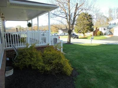 114 PLEASANTVIEW DR, Bluefield, VA 24605 - Photo 2