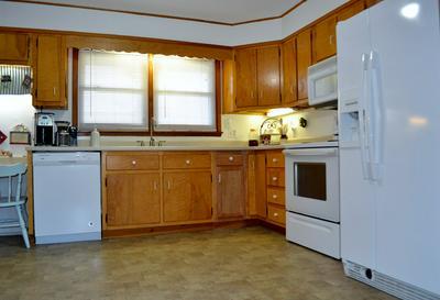 401 N 3RD ST, PRINCETON, WV 24740 - Photo 2