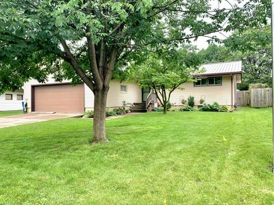1530 W ACRE DR, Muscatine, IA 52761 - Photo 1