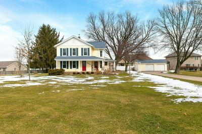 3323 MULBERRY AVE, MUSCATINE, IA 52761 - Photo 2